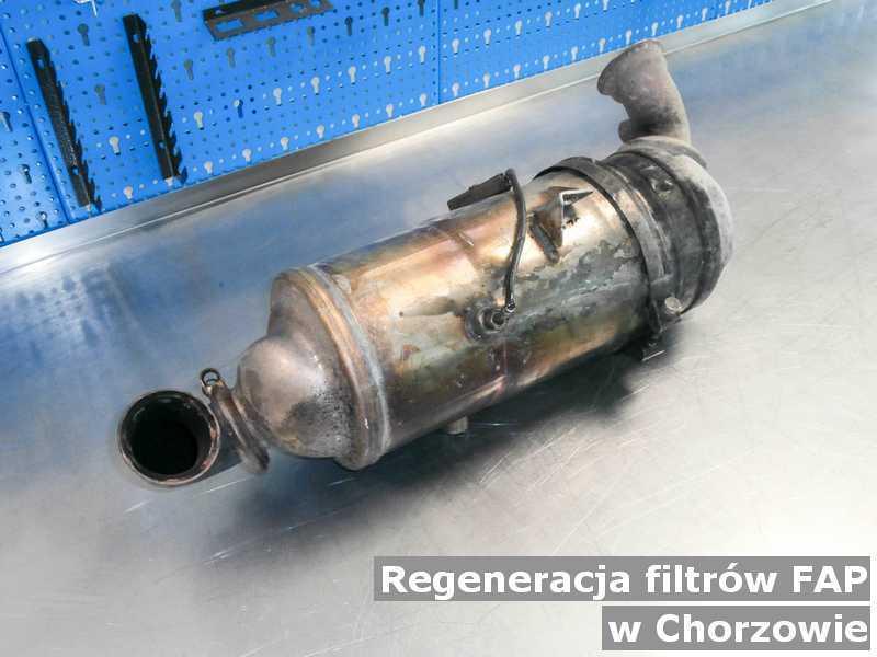 Filtr cząstek stałych FAP z Chorzowa w pracowni regenerowany przygotowywany do wysyłki.