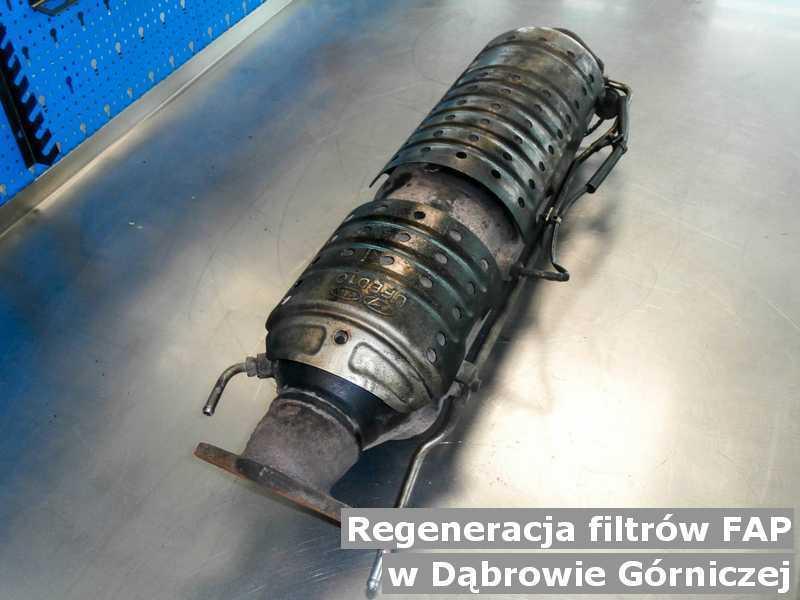 Filtr cząstek stałych pod Dąbrową Górniczą w warsztacie samochodowym po zregenerowaniu przed wysłaniem do klienta.