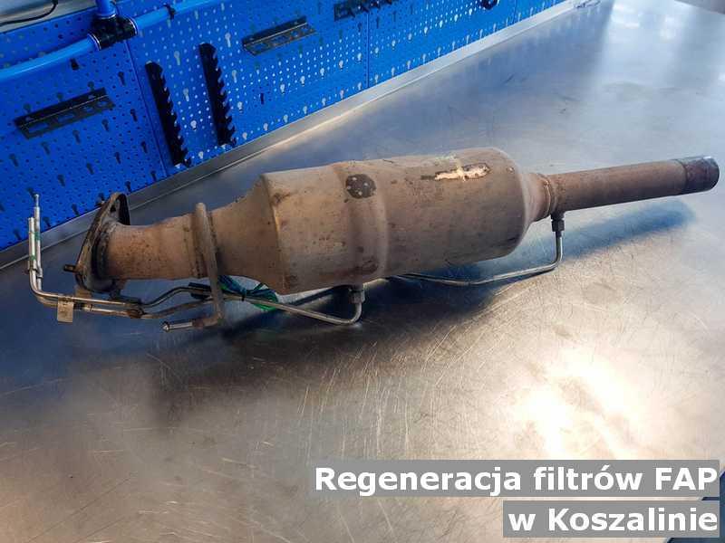 Filtr cząstek stałych pod Koszalinem w warsztacie samochodowym po regeneracji przygotowywany do wysyłki.