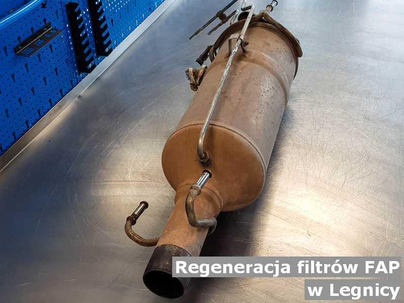Filtr cząstek stałych pod Legnicą w pracowni na stole zregenerowany przygotowywany do wysyłki.
