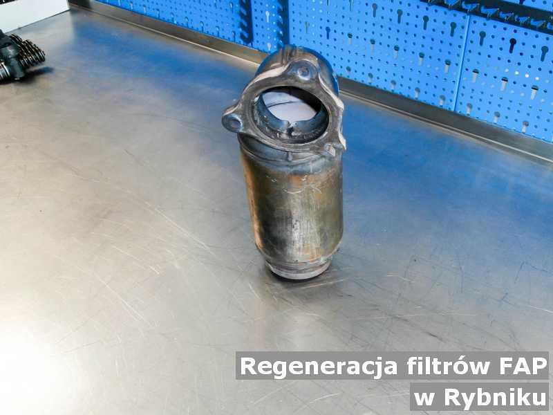 Filtr cząstek stałych w Rybniku w pracowni po zregenerowaniu przygotowywany do wysyłki.