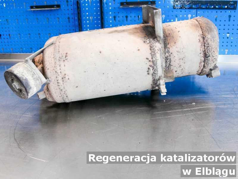 Katalizator pod Elblągiem w warsztatowym laboratorium po regeneracji przygotowywany do wysyłki.
