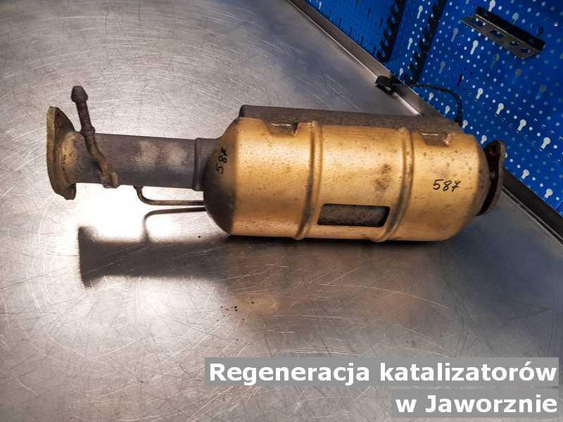 Katalizator pod Jaworznem w pracowni zregenerowany przygotowywany do wysłania.