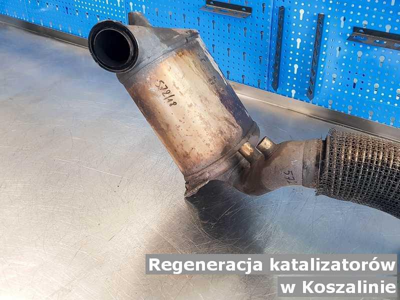 Katalizator w Koszalinie w pracowni na stole po regeneracji przed wysłaniem do klienta.
