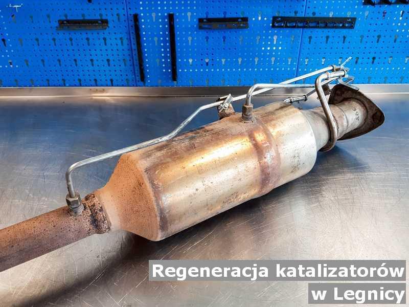 Konwerter, katalizator w Legnicy w pracowni po zregenerowaniu przygotowywany do wysłania.