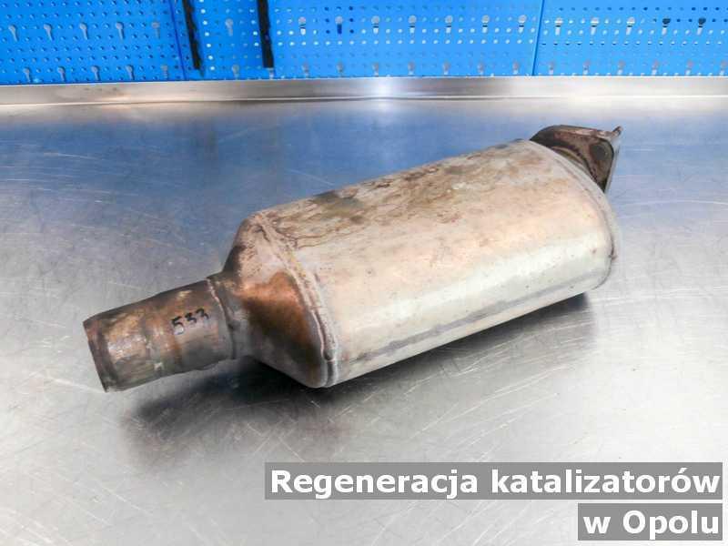 Reaktor katalityczny z Opola na stole po regeneracji przed wysyłką.
