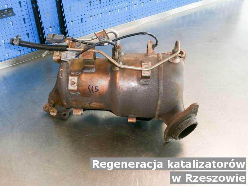Katalizator samochodowy pod Rzeszowem w warsztacie samochodowym po regeneracji przed wysłaniem.