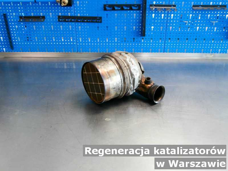 Konwerter, katalizator w Warszawie w warsztacie po regeneracji przed wysłaniem.