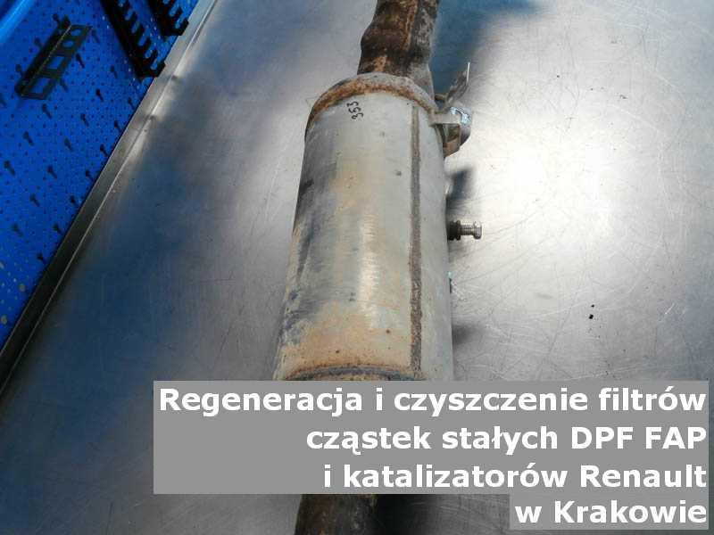 Oczyszczony filtr DPF marki Renault, w warsztacie, w Krakowie.