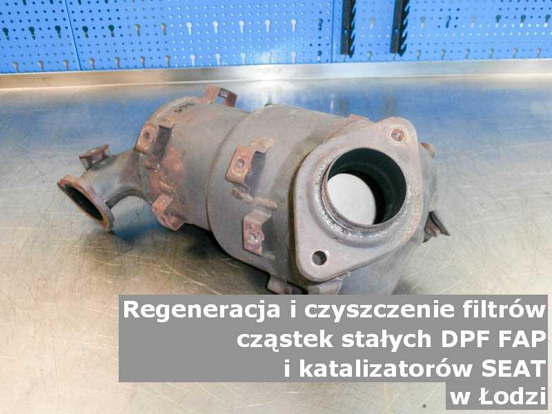 Wypalany filtr cząstek stałych FAP marki SEAT, w pracowni, w Łodzi.