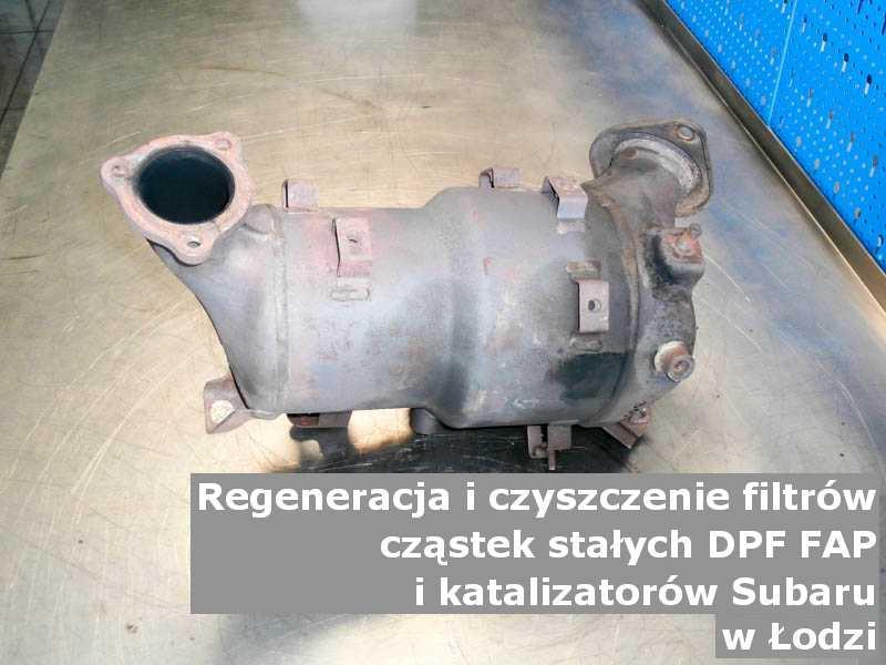 Płukany filtr cząstek stałych DPF/FAP marki Subaru, w warsztatowym laboratorium, w Łodzi.