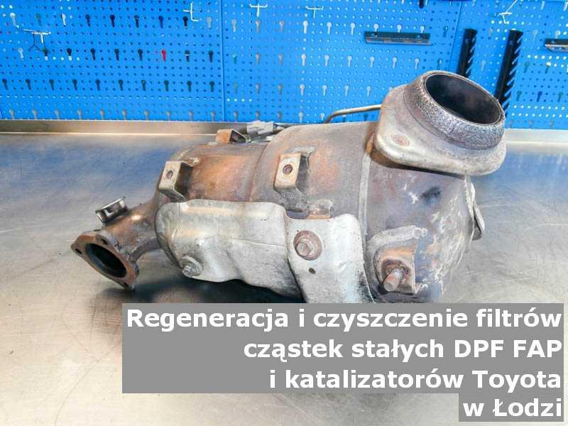 Regenerowany filtr DPF marki Toyota, w pracowni regeneracji, w Łodzi.