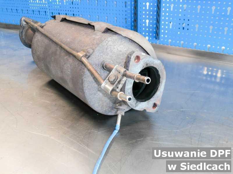 Filtr DPF w Siedlcach w pracowni w miejsce usuniętego filtra cząstek stałych DPF przygotowywany do wysyłki.