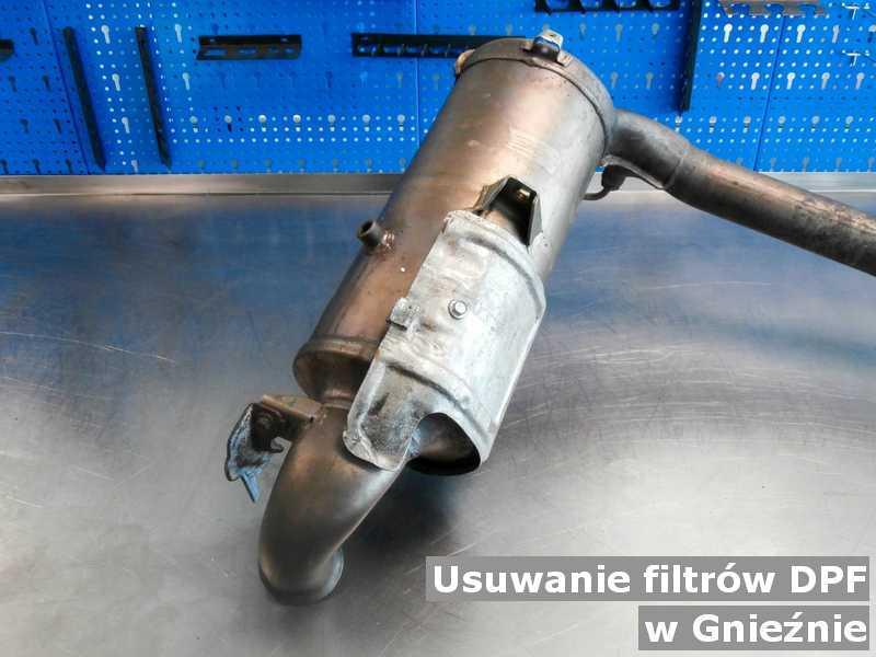 Filtr cząstek stałych DPF w Gnieznie w warsztatowym laboratorium w miejsce usuniętego filtra DPF przed wysyłką do klienta.