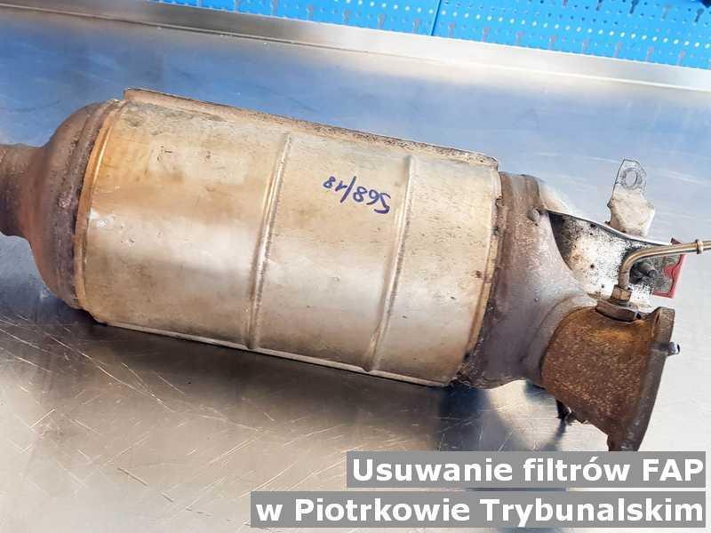 Filtr cząstek stałych z Piotrkowa Trybunalskiego w warsztatowej pracowni na miejsce usuniętego filtra FAP przed wysłaniem.