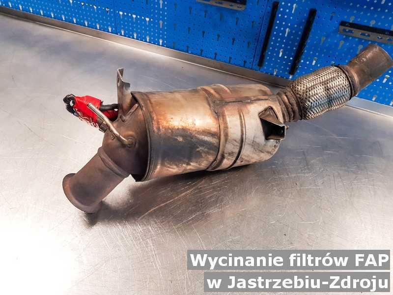 Filtr cząstek stałych FAP w warsztatowej pracowni pod Jastrzębiem-Zdrojem zamiast wyciętego filtra FAP przed opakowaniem przed wysyłką do klienta.