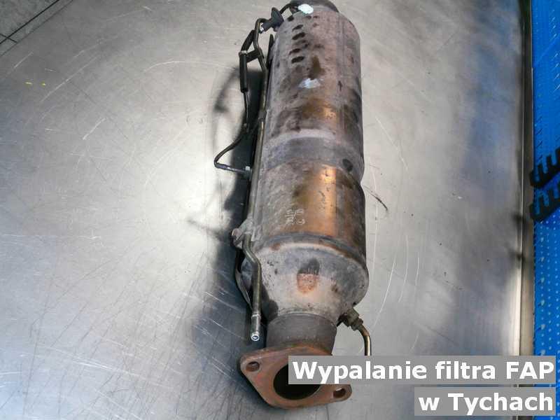 Filtr cząstek stałych z Tych na stole w mieście Tychy wypalany w serwisie przed wysyłką do klienta.