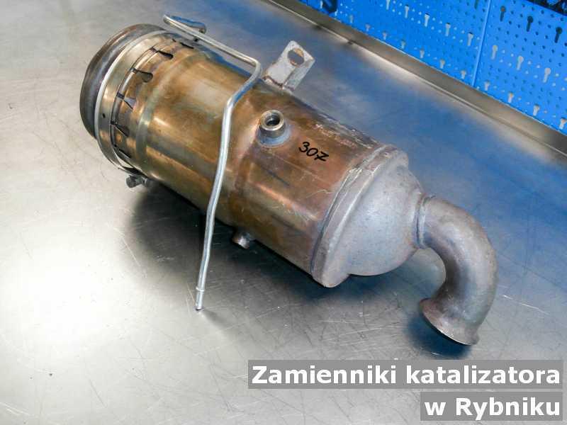 Konwerter, katalizator w warsztatowym laboratorium w Rybniku podmieniany z zamiennikiem reaktora katalitycznego SCR przed wysłaniem.